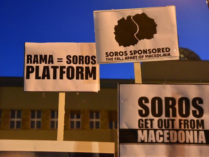 Protestuesit-maqedonas-me-parulla-2
