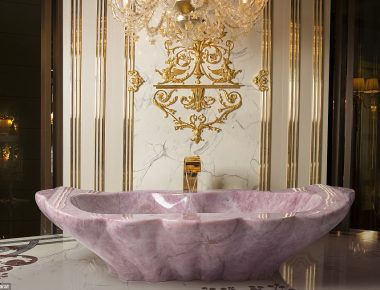 3F752A7400000578-4433058-Dreamy_Asked_what_it_s_like_to_bathe_in_one_of_the_luxury_tubs_L-a-6_1492788200742