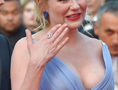 40C6177600000578-4545262-Crying_in_Cannes_Kirsten_Dunst_broke_down_in_tears_when_she_atte-m-81_1495810049226