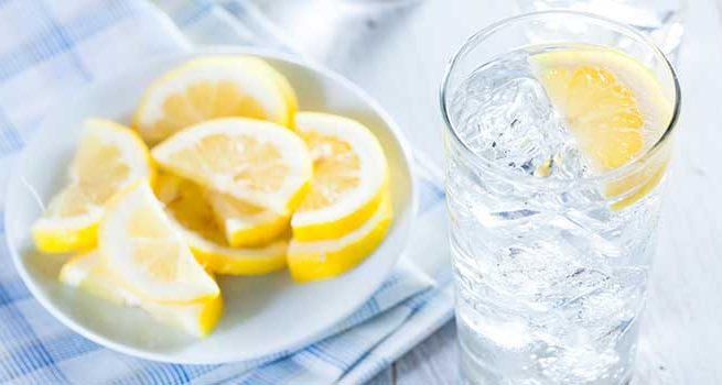 Studimi  Dobitë shëndetësore që kemi nga uji me limon