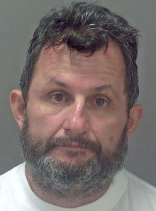 Ali Qazimaj 43-vjeç, vrau çiftin e moshuar Peter Stuart, 73 vjeç dhe bashkëshorten e tij Sylvia 68 vjeç me qëllim për ti grabitur