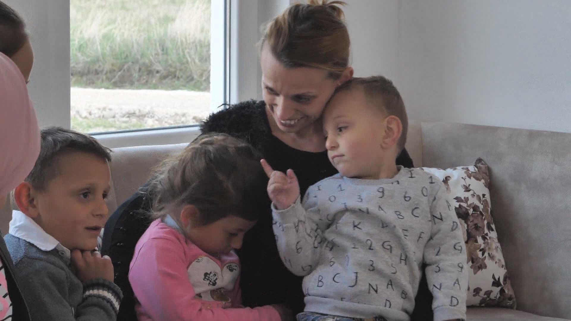 Mitrovice Shtepia E Re Familja