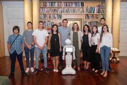 Veliaj Gjate Takimit Me Te Rinjte Shqiptare Qe Moren Cmimin E Dyte Ne Olimpiaden E Robotikes Ne Meksike (4)