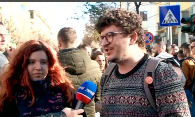Protesta E Studenteve Flasin Ata