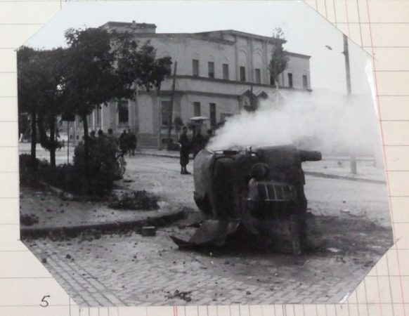 Makinë gjermane e Djegur nga partizanët në Bulevardin Zogu i Parë