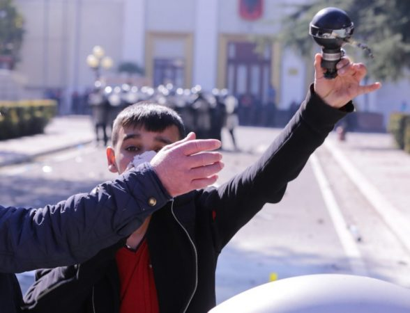 Protesta në Shqipëri  Serbi e Mal të Zi  Pse rebelohen qytetarët