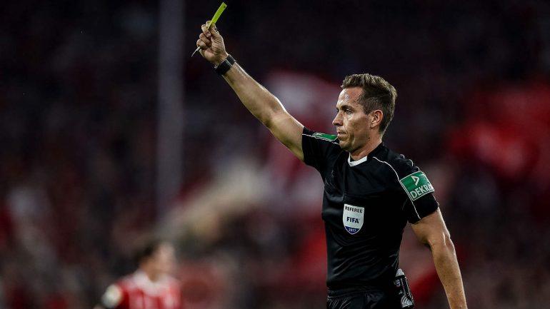 Kujdes kartonët  Arbitra gjermanë për ndeshjen Shqipëri Turqi