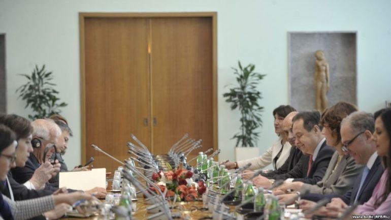 Ministri Spanjoll Me Palen Serbe