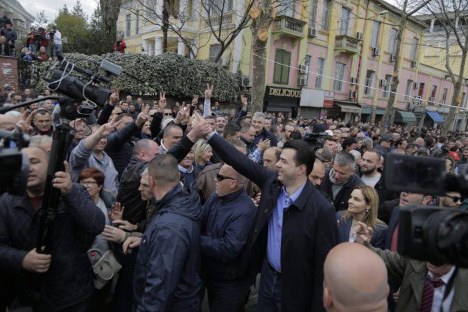 Protesta Tek Parlamenti (7)