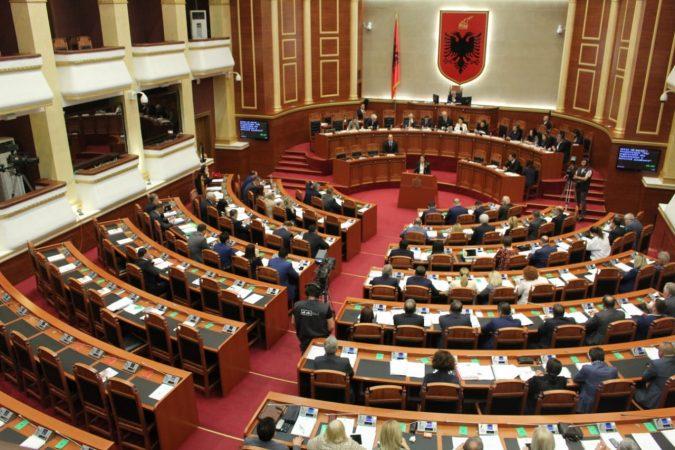 Parlament 25 Prill