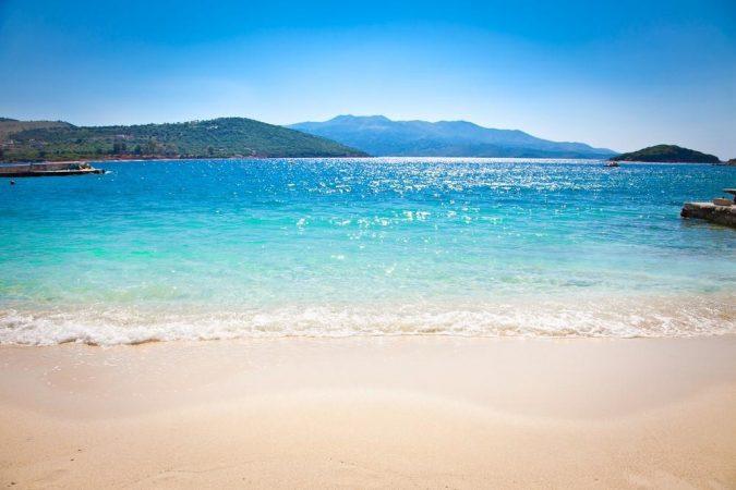 TGCOM  Shqipëria  perla e Mesdheut  plazhet si në Karaibe