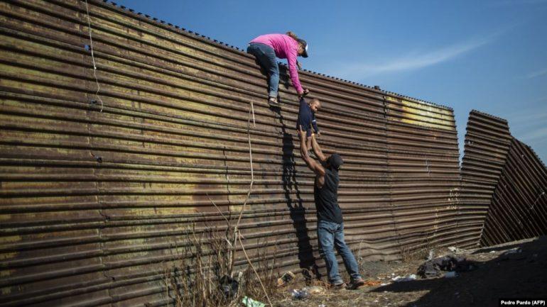 vdes-migranti-i-peste-ne-kufirin-shba-meksike