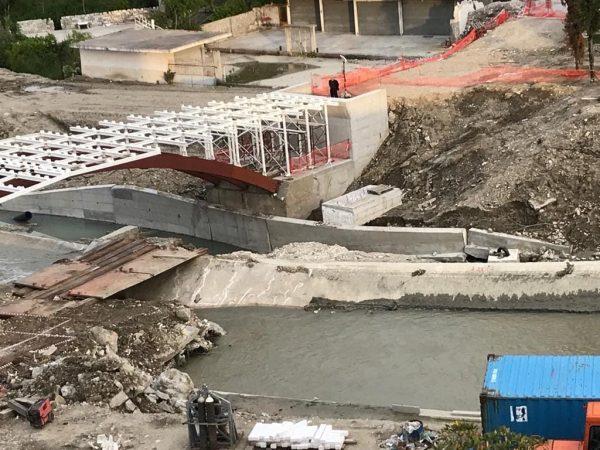 Baçi: Ndërhyrje abuzive, urë me llamarina  Bashkia Fier