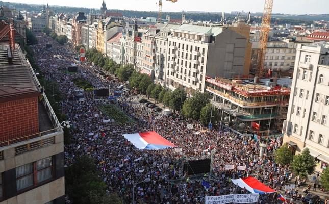 645x400 Czechs Demand Resignation Of Billionaire Pm Babis In Huge Prague Protest 1559673416854