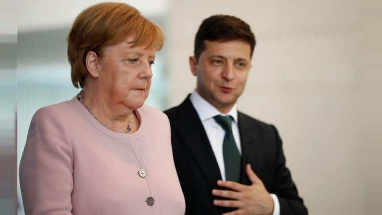 880x495 Merkel Says Recovered From Shaking Bout After Drinking Water