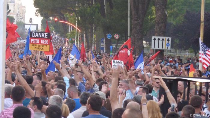 Dw Protesta
