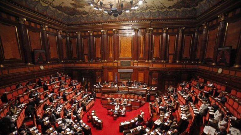 Parlamenti Italian