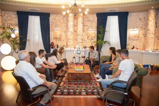 Veliaj Gjate Takimit Me Te Rinjte Shqiptare Qe Moren Cmimin E Dyte Ne Olimpiaden E Robotikes Ne Meksike (2)