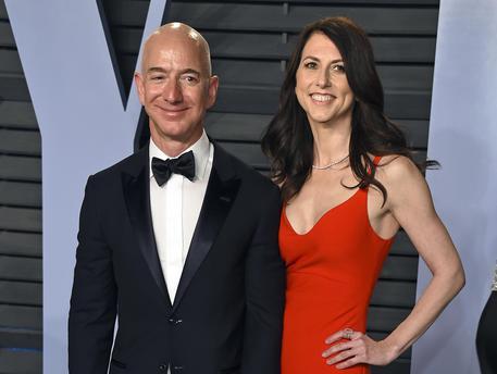 Amazon: Bezos Annuncia Divorzio Da Moglie Mackenzie