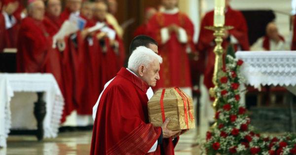 Si u bë Shqipëria vendi i parë ateist në botë