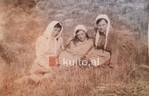Tre Motrat E Dhimos 300x193