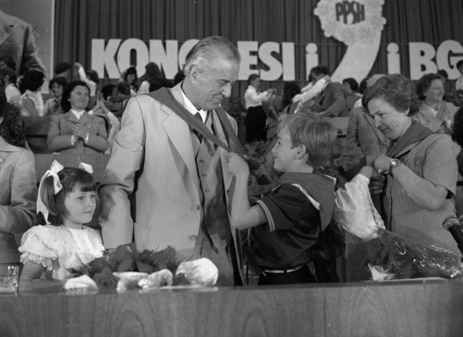 Hoxha I Fotografuar Nga Kumi