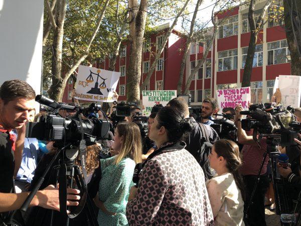 Studentet Dhe Pedagoget Ne Proteste