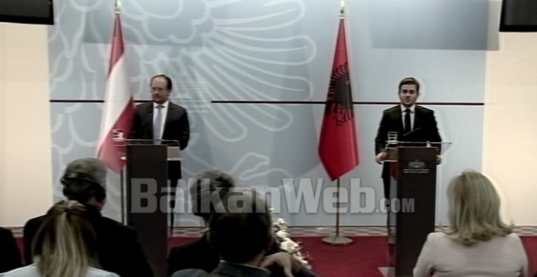 Cakaj Me Ministrit Austriak