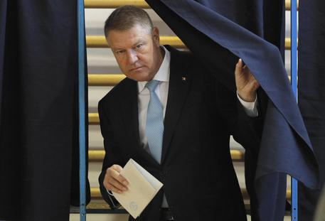 Romanian President Klaus Iohannis Casts His Ballot In The First Round Of Presidential Elections
