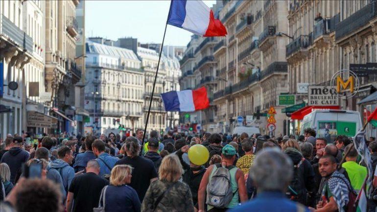 protestat-e-jelekeve-te-verdhe-ne-france-shenojne-nje-vjetorin